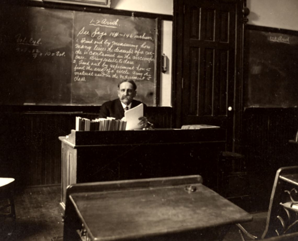 ClassroomImage1900