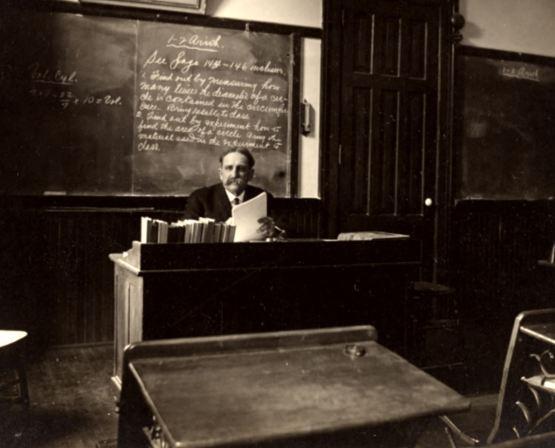 ClassroomImage1900